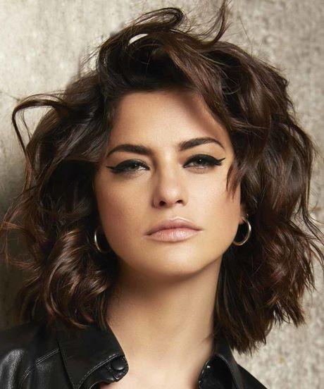 Taglio capelli medi 2020 donne foto