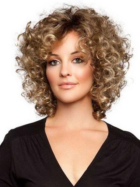 Tagli capelli corti ricci femminili 2016