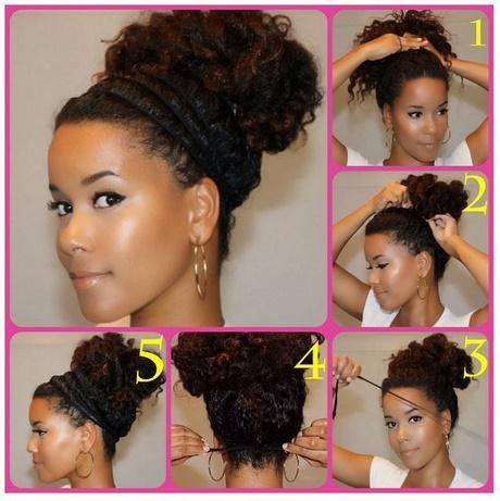 Acconciature semplici capelli ricci lunghi