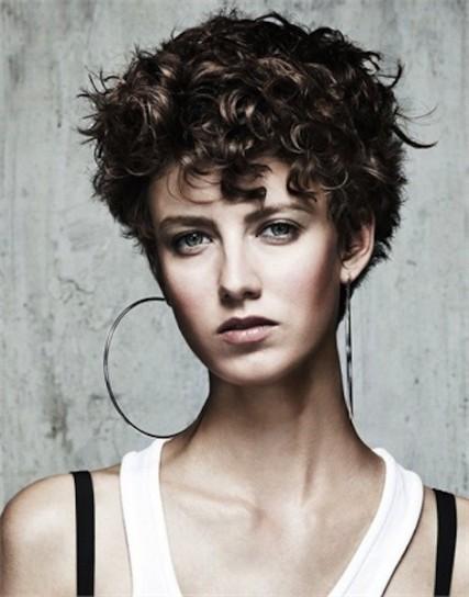 taglio capelli corti ricci  donne