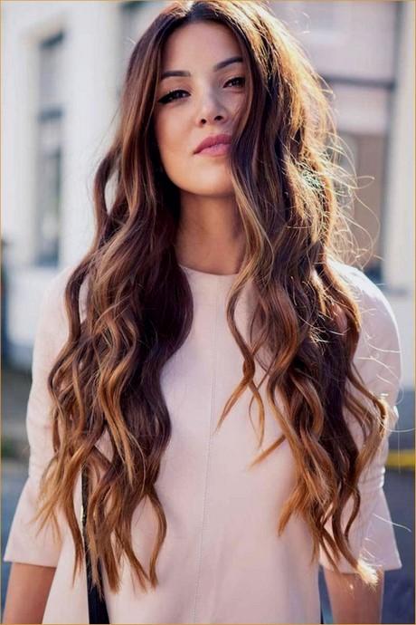 Taglio capelli ragazza lunghi
