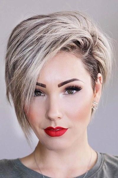 Taglio corto capelli femminile