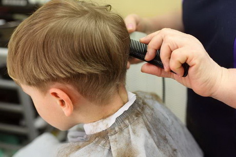 Taglio capelli bimbo caschetto
